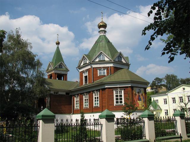 Церковь Троицы Живоначальной в Перловке
